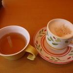 サイゼリヤ - コンソメスープとカプチーノ