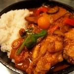 野菜を食べるカレーcamp - 1日分の野菜カレー + 完全食セット(鶏手羽煮込のせ)