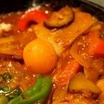 野菜を食べるカレーcamp - 1日分の野菜カレーには14品目の野菜を350g以上使用