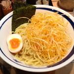 17883343 - 辛ねぎつけ麺(¥ 750)の麺と辛ねぎ【 2013.03.08 】