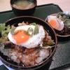 Momu - 料理写真:日替わりランチ 月見ハンバーグ丼