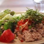 anea cafe - ランチセット¥900 鮭のあぶり焼きの親子丼 サラダ付き