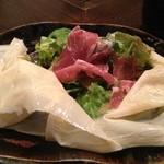 神戸炉釜工房 - 自家製ドレッシングサラダのゆばを開けると・・・・。  神戸牛ロースステーキランチコース4500円(2人前)の1品