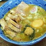 六厘舎 - スープ(豚のせ、味玉)