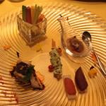 麻布長江 香福筳 - 前菜:季節野菜のスッチック バーニャカウダー風、ホタル烏賊のソルベ、春巻 香菜とアボカドのソース添え、蒸し鶏、熟成カラスミ
