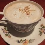 松下記念館 - ウィンナコーヒー(600円)注文。