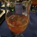 アロヒディン - トルシャ コップ(杏の果実が入ったソフトドリンク)