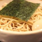 BASSO ドリルマン - HOT BASSO (辛口つけそば) + 味付け玉子 のアップ