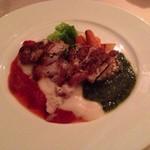 ラ アーニー マリス - 鶏モモ肉のロースト トリコロールソース