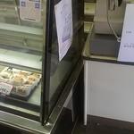田中屋本店 - 店内(パン屋側)