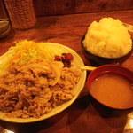 金魚鉢 - 豚しょうが焼き定食\890+オカズ大盛\100