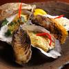 酒彩 あぐれま - 料理写真:海鮮炭火焼盛り合わせ1800円 朝、市場で仕入れたばかりの・・・