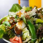 焼肉ぎゅう舎 - 料理写真:20種類の野菜が入った『ぎゅう舎サラダ』
