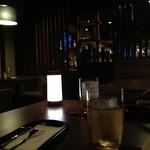 J's Bar - ゆっくり飲めるテーブル席