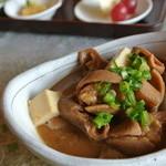 ぷくぷく - モツ煮¥500 味噌味。非常に濃い味!