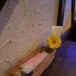 照和 - テーブルの上のお花