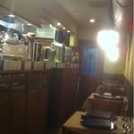 イル・ラメリーノ - 店内・左が厨房