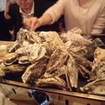かき小屋フィーバー222 - 山盛りの牡蠣は壮観!