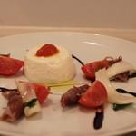 ボン・グゥ 神楽坂 - 新玉葱のブランマンジェ 蛍烏賊とトマトのマリネ