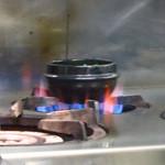 こちら西区高島裏横浜炭焼所 - 牛スジ煮込みは注文ごとに再加熱!