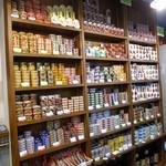 えき缶酒場 - 店内には、売りとしている大量の缶詰が!!