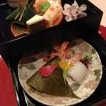 18210025 - 前菜の重箱(¥8000コース)