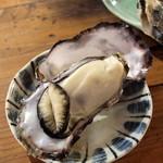 くいどうらく - 蒸し牡蛎 アップ