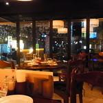 カフェ ラ・ボエム - 深夜に店の前の桜を愛でながら一杯