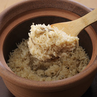 菜な - 注文してから炊き上げる土鍋飯。