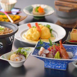 本格和食が飲み放題(120分)で楽しめるコース料理が人気