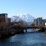 18309521 - 北上川と岩手山