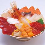 北のグルメ亭 - 海鮮丼 海の幸をふんだんに盛り合わせた一番豪華な丼。