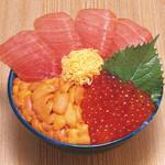 北のグルメ亭 - トロ三色丼 トロをぜいたくに使用。塩水うにといくら正油漬で大満足していただける丼。