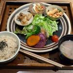 玄三庵  - 39品目の健康定食(土日祝のランチタイムなので\945、2013年3月)
