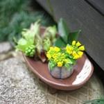 三芳家 - 春らしい活け花