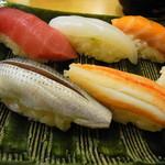 築地寿司清 - 寿司アップ。