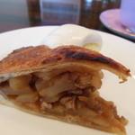 高松珈琲 - 【irodori】さんのケーキ♪ツナギが無いので欠けていますが外はサックリしていて仄かに温かく懐かしい味がします。