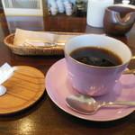 高松珈琲 - 干菓子が付いてきます。ケーキとセットで200円引き♪