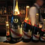 18377264 - 3リットル瓶は、実際シャンパンファイトで使われる大きさ
