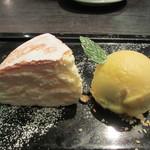 Cafe DRAPERIE - チーズケーキ マンゴーアイス添え