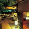露瑚 - 内観写真:5月~9月、夜の川床の雰囲気です
