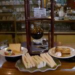 コーヒーハウス ラム - 料理写真:手作りシフォンケーキ(左) ミックスサンドウィッチ(中) 焼きたてアップルパイ(右)