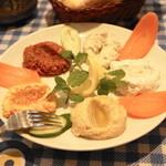 アンカラ - カルシュックメゼ(1,837円)5種類の前菜の盛り合わせ