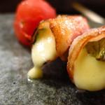 やきとり 本牧 - トマトチーズベーコン焼き200円