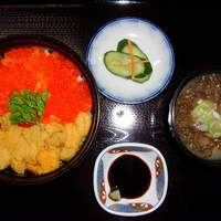 てうり亭 - (うに・いくら丼) 本場釧路産のいくら醤油漬けと一緒に味わう贅沢な丼
