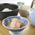だし茶漬け えん - 宇和島産 鯛だし茶漬け 930円 自家製胡麻ダレと合わせた贅沢なだし茶漬けです。