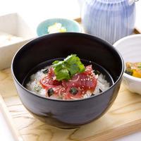 えん - 漬け鮪の漁師風だし茶漬け 800円 新鮮な鮪を特製のタレに漬け込んでヅケにしました。