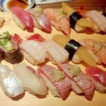 すし玉 - すし玉@ルミネ横浜店 中とろ、炙りとろ、たい、炙りとろサーモン、数の子、甘えび、トロおくら、赤貝 2013年2月