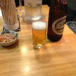 大沢食堂 - 瓶ビール、お通しつき。