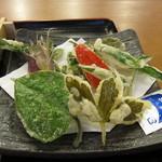 囲炉裏そば処 千ヶ峰 - 季節の山菜天ぷら